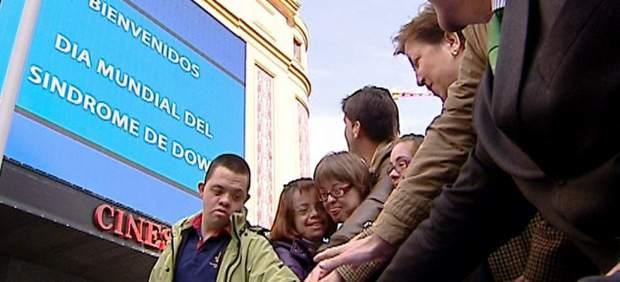 Varios participantes en la solidaridad flashmob organizado por Down España en Madrid Plaza de Callao, con motivo del Mundial del Síndrome de Down.