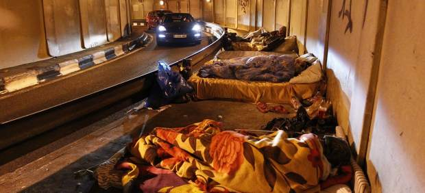 Personas sin hogar en el túnel de la princesa