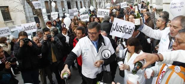 Brindis contra la privatización del agua en Madrid