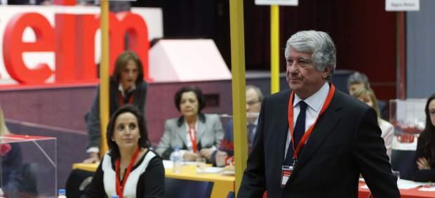 Arturo Fernández, tras depositar su voto este lunes en las elecciones para la presidencia de CEIM